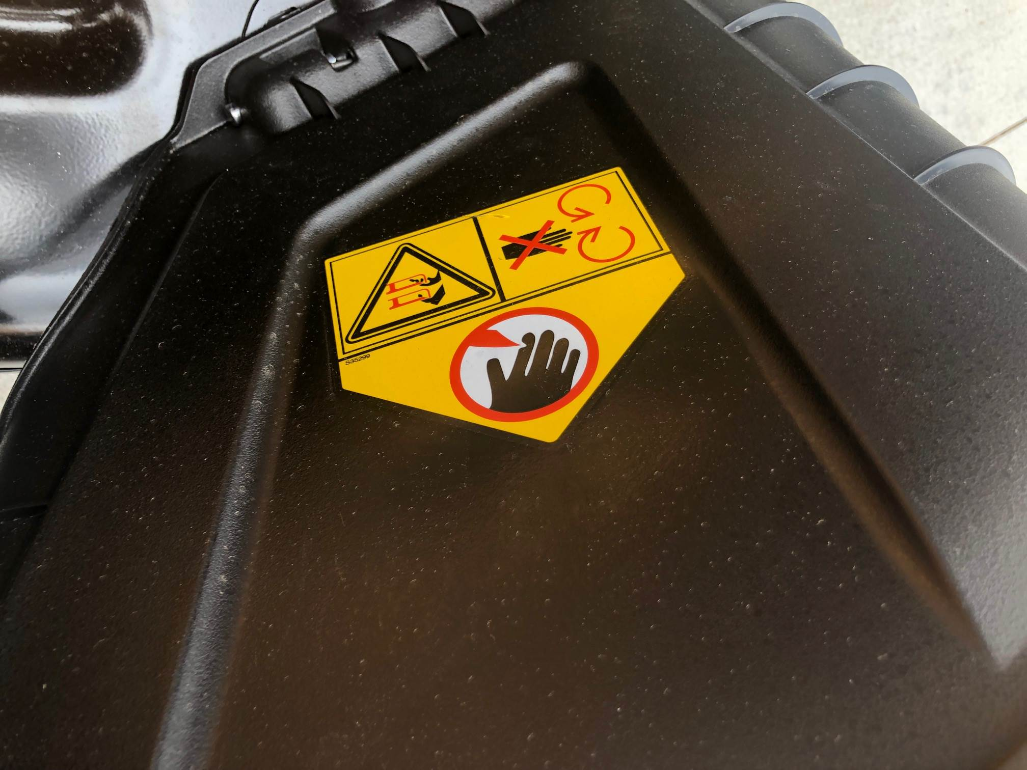 Warning on mower shroud